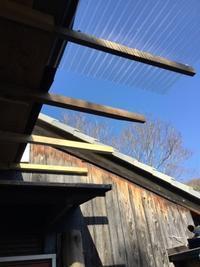 駐車場屋根延長の波板張り - あこば
