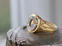 「大胆不敵」アンティークフレンチ・オールドヨーロピアンダイヤモンド・イニシャルワイドリング - 欧州アンティーク・ジュエリー