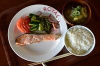 ここちき食堂鮭の西京味噌漬け焼き定食500円 - 日々のつづきごと