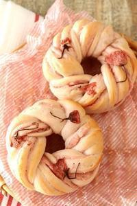 しっとり白焼き!桜のねじリングパン - Takacoco Kitchen
