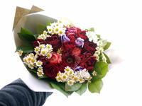 定年退職される方への花束。「華やかな感じ」。西区二十四軒にお届け。2021/02/22使用(2/21お届け)。 - 札幌 花屋 meLL flowers