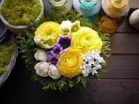 送別のアレンジメント。「黄色系」。大谷地東1にお届け。2021/02/25。 - 札幌 花屋 meLL flowers