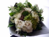 ご結婚のお祝いに花束。「グリーン系のお花メインに」。月寒東3条にお届け。2021/02/26。 - 札幌 花屋 meLL flowers