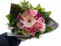 お父様の四十九日に花束①。お母様に。「優しい感じ。バラも可」。2021/02/26。 - 札幌 花屋 meLL flowers