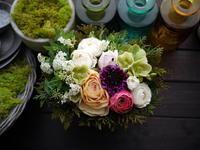 お母様へのアレンジメント。「桃の節句、春らしく、柔らかい感じ」。2021/02/27。 - 札幌 花屋 meLL flowers