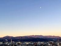 おはよう丹沢★朝焼けに赤く染まる山 - よく飲むオバチャン☆本日のメニュー