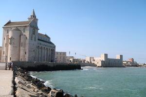 感動 映画『コーヒーが冷めないうちに』と海辺の町トラーニ - イタリア写真草子