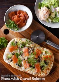 キュアードサーモン&マッシュルームのピザ - Kyoko's Backyard ~アメリカで田舎暮らし~