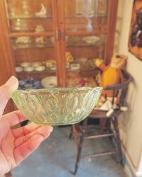 古いガラスの器 薄緑色 - CELESTE アクセサリーと古道具