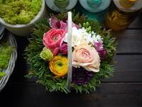 お誕生日のアレンジメント。「カラフルに」。2021/03/03。 - 札幌 花屋 meLL flowers