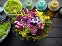 お祖母様の卒寿のお祝いにアレンジメント。「紫を入れて。やわらかく、ふんわりした感じ」。網走市に発送。2021/03/04着。 - 札幌 花屋 meLL flowers