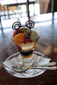 [最強パフェ]まさかのレストラン櫻お仕事が凄い - 東京ディズニーリポート