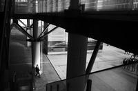 駅南の光と影20210303 - Yoshi-A の写真の楽しみ
