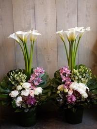 ご葬儀にアレンジメント。「1対で」。2021/03/10。 - 札幌 花屋 meLL flowers