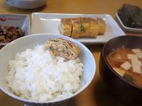 ワカメ入り厚焼玉子とエノキの味噌汁な朝餉 - ぶん屋の抽斗