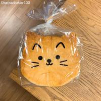 761. ネコの形の食パン - Une cachette 103