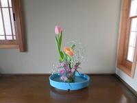 淡い色のチューリップと春の光 - 活花生活(2)