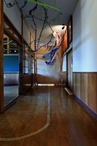 新潟そぞろ歩き・十日町:絵本と木の実の美術館(3) - 日本庭園的生活
