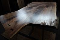 キャラの多い大きなウォールナット一枚板 - SOLiD「無垢材セレクトカタログ」/ 材木店・製材所 新発田屋(シバタヤ)