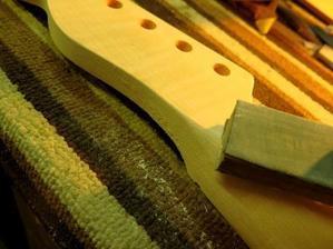 Oxymoron Guitars / Battely  ネックサンディング - クラッシュエッグレコーズ
