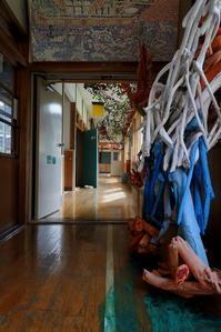新潟そぞろ歩き・十日町:絵本と木の実の美術館(4) - 日本庭園的生活