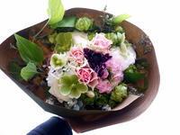 お墓にお供えする花束。「バラも可。ピンク系で春らしく」。2021/03/20。 - 札幌 花屋 meLL flowers