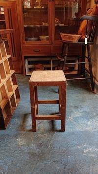 今日の仕事は椅子座張り - CELESTE アクセサリーと古道具