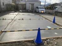 駐車場土間コン - 行動で示す、建物造りの【いろは】のろ