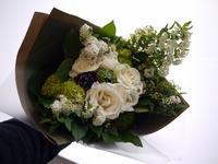 退職される方への花束。「白~グリーン系」。2021/03/24。 - 札幌 花屋 meLL flowers