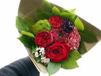移動される方への花束。「赤系」。2021/03/24。 - 札幌 花屋 meLL flowers