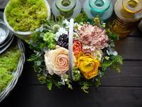 お誕生日のアレンジメント。「陽気な感じ」。2021/03/26。 - 札幌 花屋 meLL flowers
