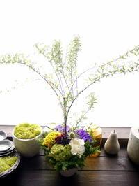 卒園式にアレンジメント。「紫や黄緑等、春らしく」。月寒東3条にお届け。2021/03/27。 - 札幌 花屋 meLL flowers