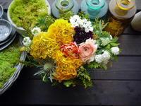 お母様のお誕生日にアレンジメント。「黄色メインで」。2021/03/27。 - 札幌 花屋 meLL flowers