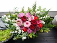 お母様のお誕生日にアレンジメント。「赤を使って」。2021/03/28。 - 札幌 花屋 meLL flowers