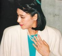 雅子様の御婚約指輪 - ダイヤモンドは裏切らない