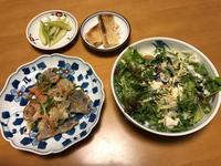 鰺の南蛮漬けと、香草サラダと、セロリライム漬けと、油揚げの素焼き、それにお味噌汁 - かやうにさふらふ