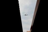 屋根の隙間から - 南の島の飛行機日記