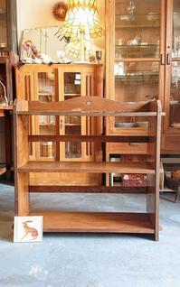 本棚とネックレス - CELESTE アクセサリーと古道具