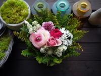 送別のアレンジメント「明るい雰囲気」①。2021/03/29。 - 札幌 花屋 meLL flowers