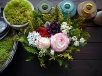 送別のアレンジメント「明るい雰囲気」②。2021/03/29。 - 札幌 花屋 meLL flowers