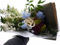 定年退職される方へ花束。「青系メイン、ややシックでかっこいい感じ」。平岸5条にお届け。2021/03/30。 - 札幌 花屋 meLL flowers