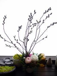 保育園の卒園式にアレンジメント。「春の花を添えて」。栄通3にお届け。2021/03/30。 - 札幌 花屋 meLL flowers