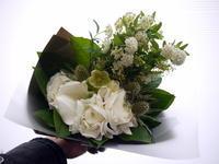 退職される方へ花束。「白~グリーン系、ナチュラルに」。2021/03/30。 - 札幌 花屋 meLL flowers
