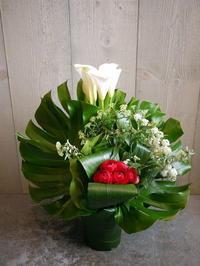 御就任のお祝いにアレンジメント。厚真町に発送。2021/04/01着。 - 札幌 花屋 meLL flowers