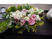 昇格される方へのお祝いにアレンジメント。「淡いピンク系。柔らかく」。南27条にお届け。2021/04/01。 - 札幌 花屋 meLL flowers