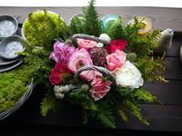 美容室の6周年にアレンジメント。「ピンク系、明るい感じ」。東3にお届け。2021/04/01。 - 札幌 花屋 meLL flowers