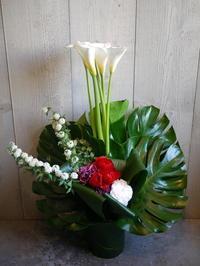 御就任のお祝いにアレンジメント。北3条にお届け(O様ご注文分)。2021/04/01。 - 札幌 花屋 meLL flowers