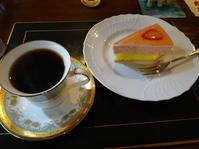 花が咲き始めたカフェ・スウィートへ - のび丸亭の「奥様ごはんですよ」日本ワインと日々の料理
