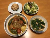鶏のカレースープ煮と、高菜の煮びたしと、サラダと、がんもどきの素焼き、それにお味噌汁 - かやうにさふらふ