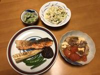 サーモンムニエル焼き野菜添えと、トマトバター豆腐と、おからサラダと、茹で空豆、それにお味噌汁 - かやうにさふらふ